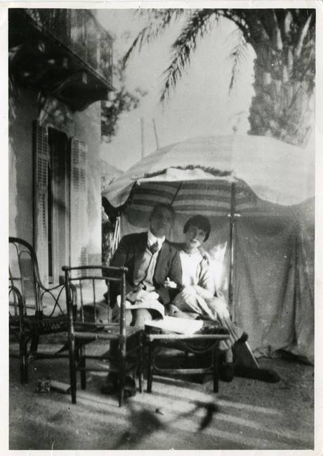 "KM pictured with JMM at Villa Isola Bella: ""A new Katherine Mansfield mystery stops the press"",The Independent. ""New Mystery"" has nothing to do with JMM."