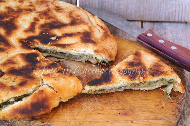 Pizza rustica di scarole e olive in padella