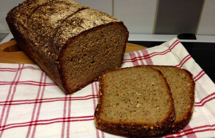 Det här är ett enkelt recept på ett gott och nyttigt frukostbröd med chiafrön, olivolja och honung. Det är både för dig som aldrig bakat surdegsbröd förut och inte har en surdeg och för...