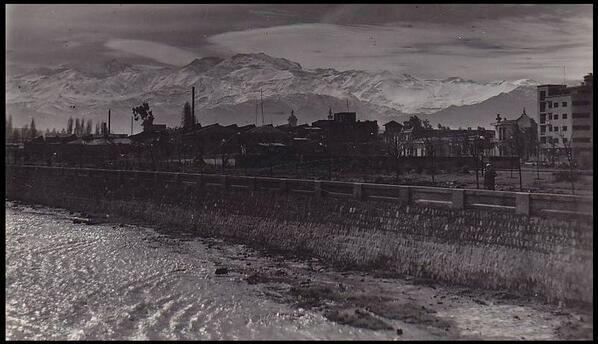 Río Mapocho. Santiago de Chile en los años 30 vía @alb0black