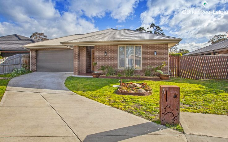 An exciting and rare opportunity presents itself to secure an immaculately presented home with a whopping 7.3 energy star rating in the wonderful township of Garfield. Young and modern with contemporary fittings throughout, you will be immediately impressed with the family friendly open plan layout and the space it provides. Set on 618m2 (approx.) 6 Clare Court offers two living areas, a large entertainer's kitchen with enormous walk in pantry, featuring stone bench tops, plenty of storag...