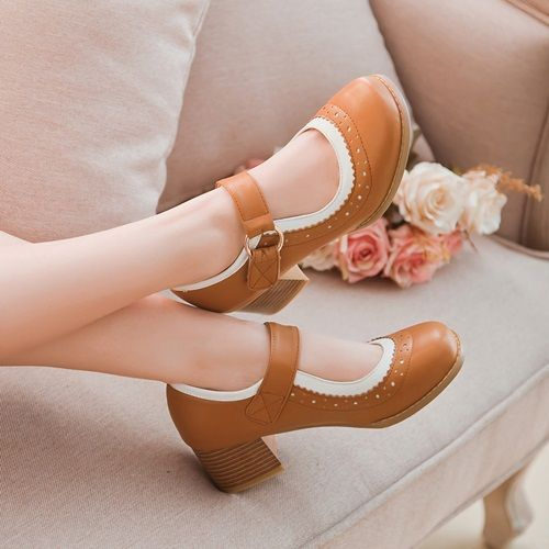 Kind of a vintage version of dolly shoes and still adorable ❤