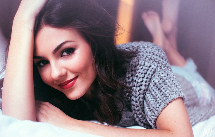 Victoria Justice makeup tips and tricks!