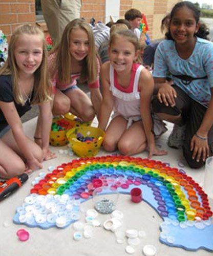 regenboog van flessendoppen