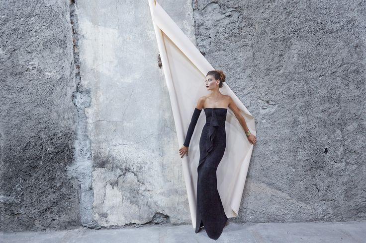 #dress #velvet #tailormade #evening #gown #moda #fashion #design #fashiondesign #fashionista #fashiondesigner #madeinitaly #italy #robertaredaelli #colours #black #burgundy #girl #woman #shooting #campaign #fall #winter #model #gold #nightout