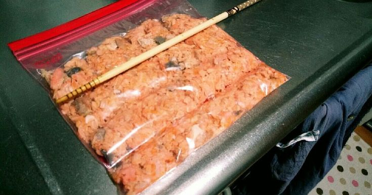 レシピってほどじゃないけど、安い鮭あらを買って手作り鮭フレーク♪ おにぎりとかパスタにも
