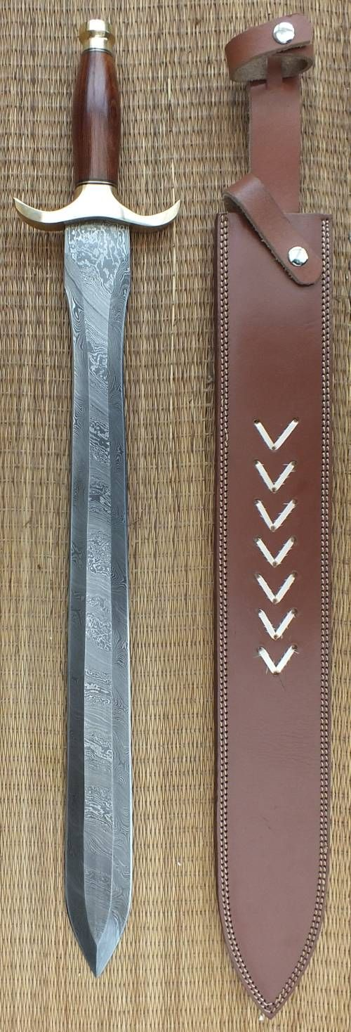 Blades-UK.com The blade on this sword is beautiful. Damascus steel was made from wootz steel, a steel developed in India around 300 BC. #Fantasy #Swords #AEvermore