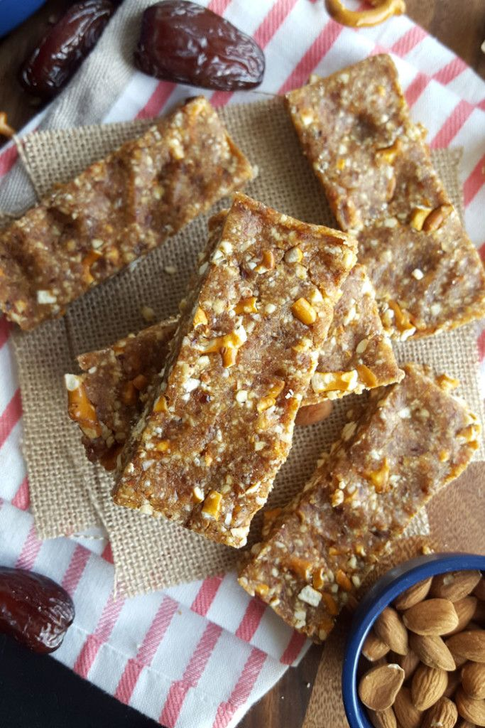 These sweet and salty, easy-to-make Vegan Peanut Butter Pretzel Energy Bars only require 4 simple ingredients and are ready in minutes. No baking required.