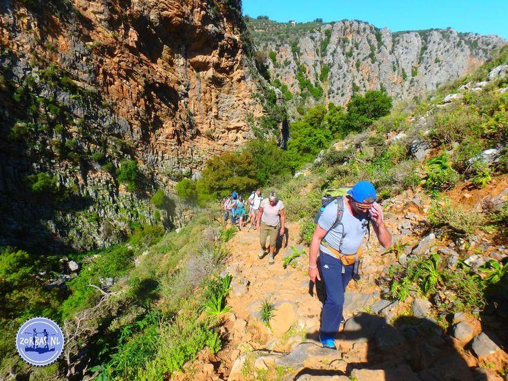Griekenland wandel plaatsen: Voorjaar op Kreta begint in april en gaat door tot juni. Het eiland is dan een bloemenzee, met veel wilde veldbloemen en kruiden. Kreta heeft in het voorseizoen een heerlijke temperatuur. Het voorjaar is uitermate geschikt voor actieve vakanties, een perfecte tijd om te wandelen en te fietsen. De zee warmt snel