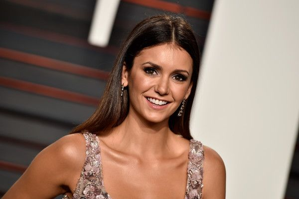 Nina Dobrev Photos - Actress Nina Dobrev attends the 2016 Vanity Fair Oscar Party Hosted By Graydon Carter at the Wallis Annenberg Center for the Performing Arts on February 28, 2016 in Beverly Hills, California. - 2016 Vanity Fair Oscar Party Hosted By Graydon Carter - Arrivals