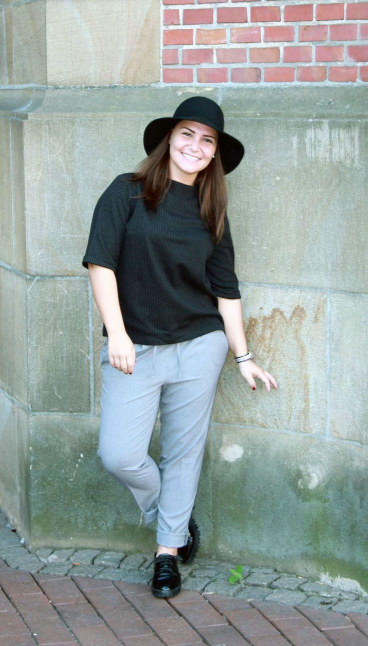 Outfit der Woche! fein gestreifte Shirtbluse, lässige Business-Hose mit Tunnelzug & Hut: Opus #fashion #ootw
