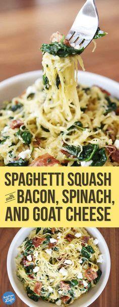 Espaguetis de calabacín con panceta, espinaca y queso de cabra