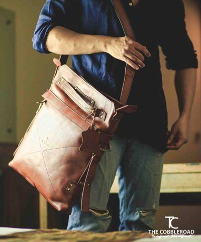 Macbook Back 2 Back Bag- 100% rucksack. 100% messenger bag with a quick adjustment of the strap the bag transforms from comfy backpack to convenient messenger bag.