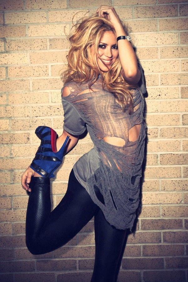 shakira photo shoot | Shakira photoshoot for Latina Magazine | Leather Girls Blog