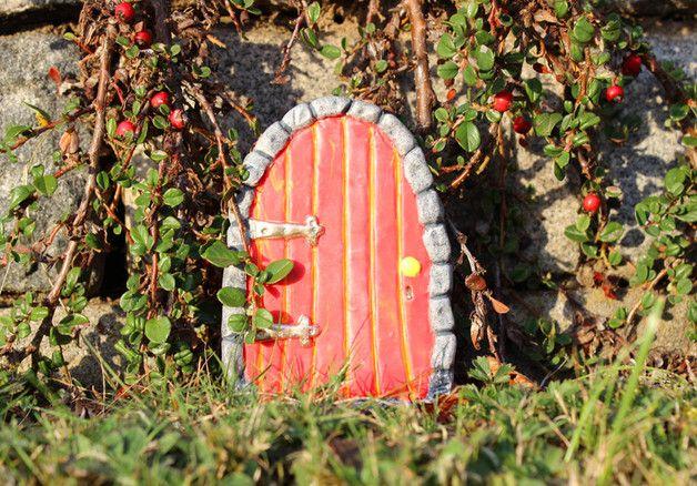 Niedliche Elfentür für den Garten, Garten Deko, Märchen, Fee, Wunderland / cute pixie door as garden decoration made by Das Feenatelier via DaWanda.com