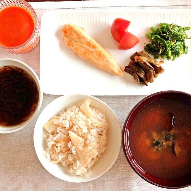 """タケノコご飯とシジミのお味噌汁に、鶏のササミの照り焼きと菜の花の胡麻和え、アメーラトマトと芋がらの煮浸し、もずく酢(* ̄▽ ̄*)ノ"""" 朝ごはんみたい(´・_・`) - 15件のもぐもぐ - タケノコご飯とシジミのお味噌汁 by GraceSophiaRose"""
