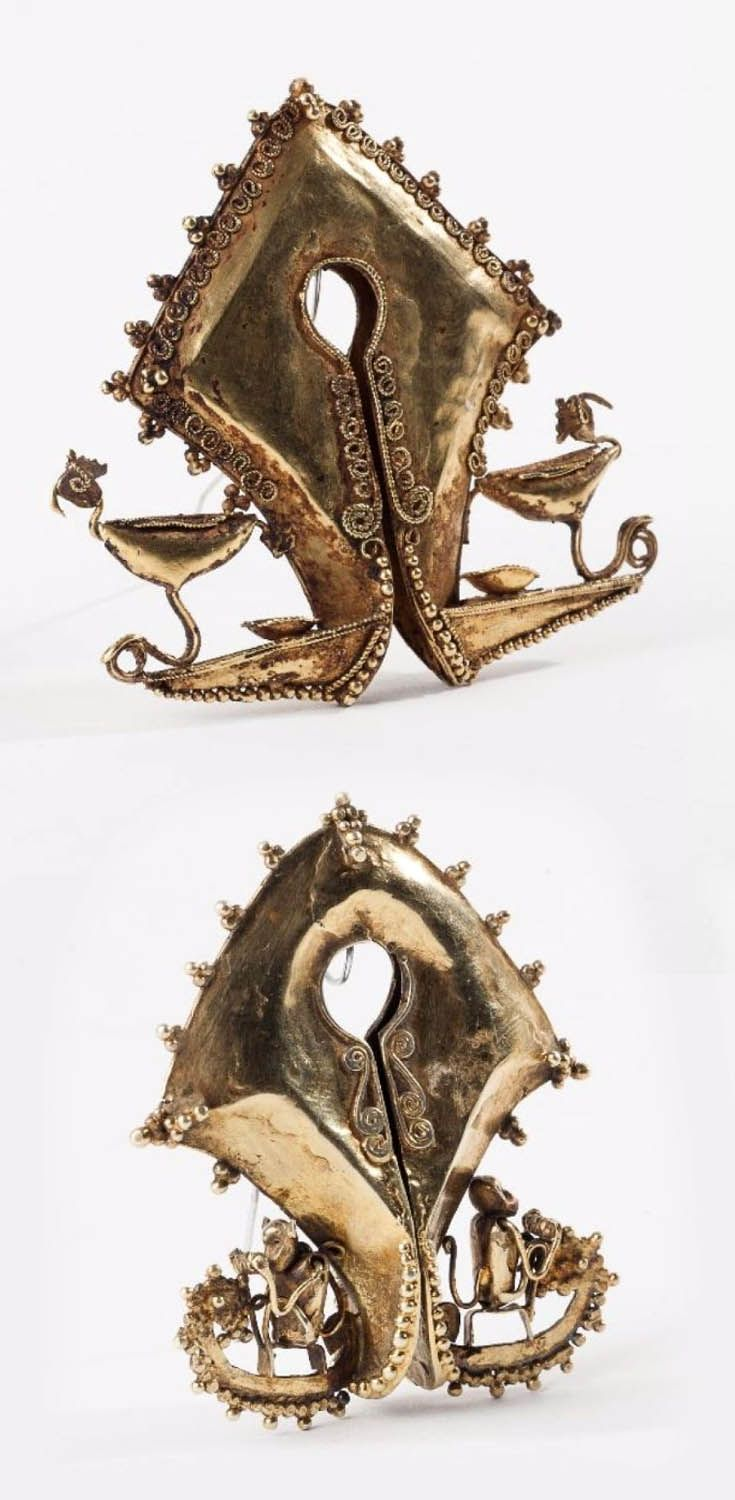 Indonesia - Sumba Islands | Two large mamuli; 14k gold. Top) Decorated with roosters, H: 7,6 cm and Bottom) Decorated with monkeys H: 7,1 cm | 20th century | Est. 4'000 - 5'000€ each - (Feb '14)
