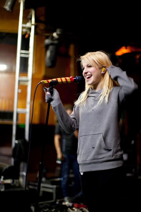 Hayley Williams...I want that hair color
