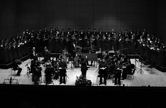 El coro de la Universidad de los Andes y la Orquesta Sinfónica de la Fundación Universitaria Juan N. Corpas presentan las obras Der Schauspieldirektor de Wolfang Amadeus Mozart y The Judgment of Paris de John Eccles.