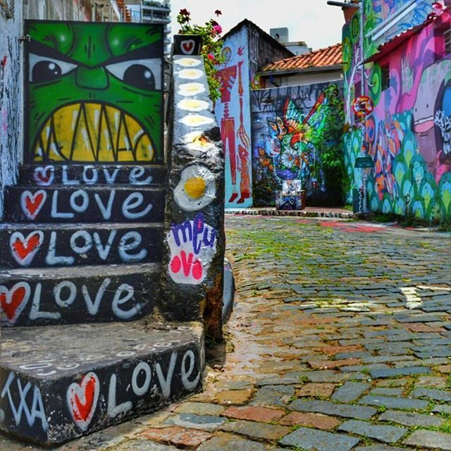 Beco do Batman - Vila Madalena - São Paulo Urban Scenes ❇❇❇❇❇❇❇❇❇❇❇❇❇❇❇❇❇❇❇❇❇❇❇❇ #tv_streetart #dopeshotbro #dsb_graff #ig_saopaulo #super_saopaulo #ig_graffiti #splendid_urban #urbanartwold #all_wallshots #brarts #brstreet #streetshot #streetphotography #streetmagazine #lovestreetart #clic_n_share #ig_brazil #streetart_daily #transfer_vision #instagraffiti #sampagraffiti #elgraffiti #rsa_graffiti #espiritourbano #be_one_urbanart #city_features #aalmadarua