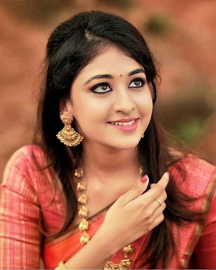oral-beautiful-indian-girl-photo