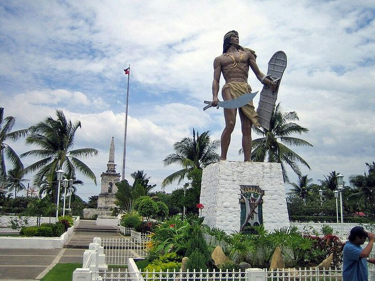 The Mactan Shrine, located on Mactan Island, just of the coast from Cebu City, is a must-see for everyone interested in Filipino history. It commemorates the Battle of Mactan that took place in 1521 between the Spanish and the Visayan (central Philippines) native people in April 1521 and, along with paintings and plaques about that battle, it also contains two other important shrines -- the Lapu Lapu Shrine and the Magellan Shrine