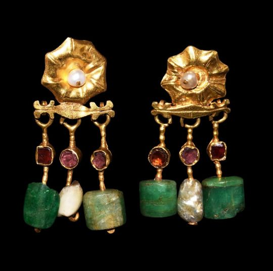 Roman Gold Earrings with Emeralds, Garnets and Pearls, 2nd-3rd Century AD