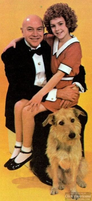 423 best VINTAGE ANNIE images on Pinterest  Orphan Broadway and