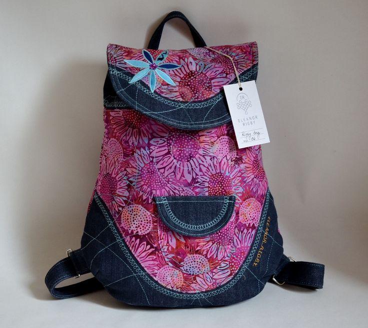 RIGBYbag+no.+36+Nový+růžový+batůžek+je+ušitý+z+BALI+batiky,+která+je+ručně+dělaná+a+svými+barvami+a+motivy+vždy+jedinečná.+Detailní+prošití+batohu+dodává+batohu+šmrc+a+můžeme+zaručit,+že+vás+batoh+jen+tak+neomrzí.+Ideální+ke+každodennímu+nošení.+Kvalita+zaručena.+Uvnitř+batůžku+je+modrá+podšívka,+menší+uzavíratelná+kapsička+na+zip.+Celý+batůžek+lze...