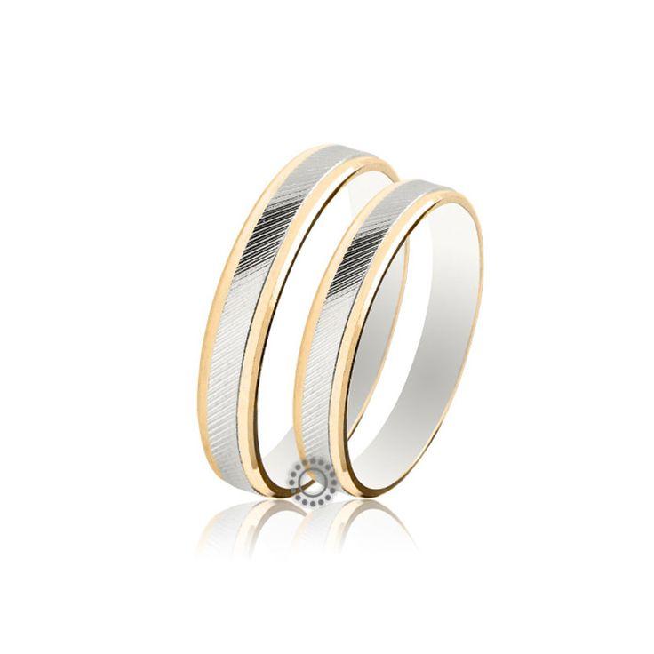 Γαμήλιες βέρες μοντέρνες και κλασικές από την εταιρεία κοσμημάτων και αξεσουάρ γάμου Maschio Femmina. Γαμήλιες βέρες Maschio Femmina SL27 από τη συλλογή SLIM. Μοντέρνες δίχρωμες βέρες γάμου με κίτρινο λουστρέ πλαίσιο και λευκό γραμμωτό ριγέ εσωτερικό.   Βέρες γάμου & αρραβώνα ΤΣΑΛΔΑΡΗΣ στο Χαλάνδρι #maschiofemmina #βερες #γαμου #wedding #rings