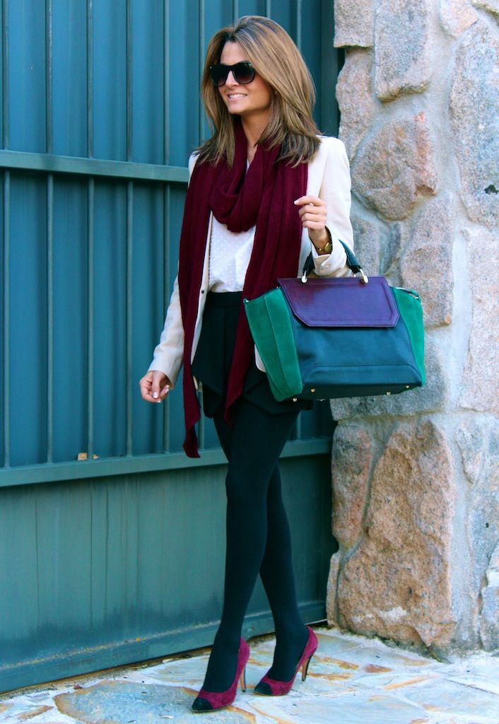 Fashion and Style Blog / Blog de Moda . Post: Burgundy and green touch / Toque burgundy y verde .More pictures on/ Más fotos en : http://www.ohmylooks.com/?p=20185 .Llevo/I wear: Shorts : Zara (New Collection) ; Bag : Zara (New Collection) ; Jacket : Mango ; Sunglasses : Mango ; Watch : Marco Mavilla ; Shoes : Pilar Burgos