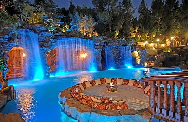 An expansive water feature live this could set you back by a good million dollars!