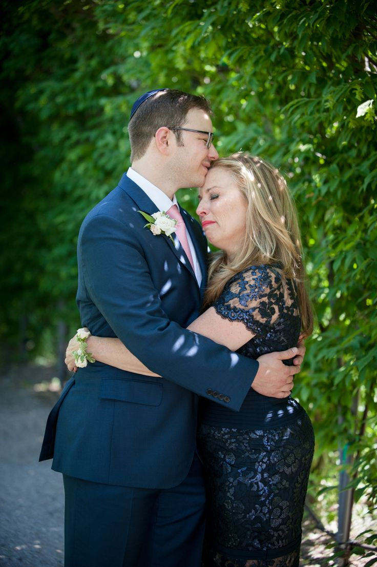 The sweetest wedding photo idea with the mother of the groom (Amanda Mae Photography)