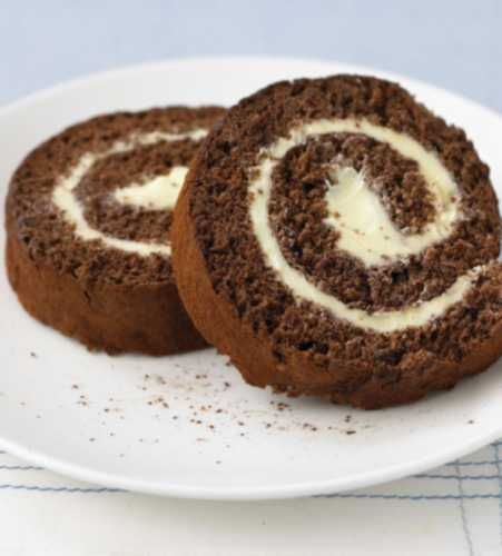 Chocolate and Buttercream Swiss Rolls - http://www.ivillage.ca/food/recipes/cake-recipes/chocolate-and-buttercream-swiss-roll?cmpid=ivr-fb1fo