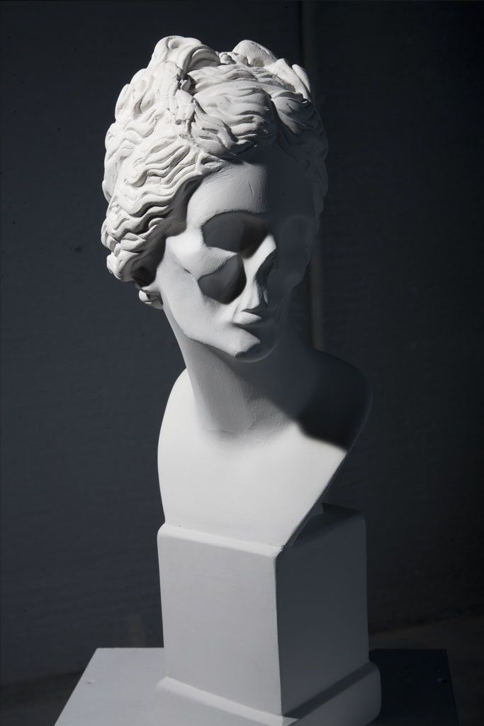 Jose Miguel Abril - stone sculpture - Venus - like the very  sparse, skeletal modeling. spooky
