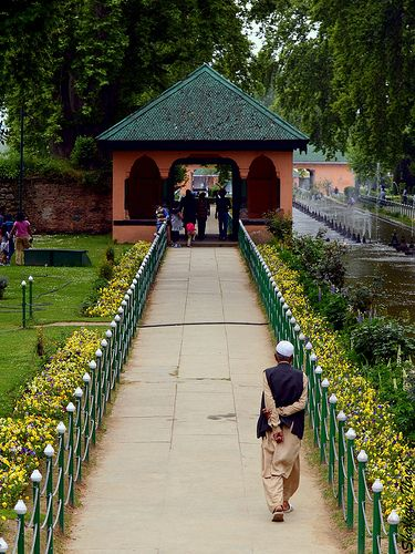 Shalimar Garden, Kashmir.  INDIA