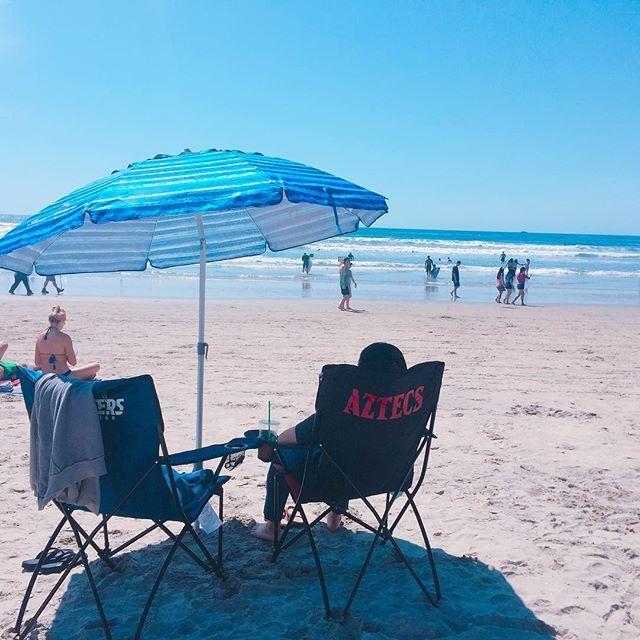 . 파라솔 첫 개시😆  #lajolla #beach #sandiego #memory #추억 #일상 #lajollalocals #sandiegoconnection #sdlocals - posted by Foggyfoggy  https://www.instagram.com/foggy_dcn. See more post on La Jolla at http://LaJollaLocals.com
