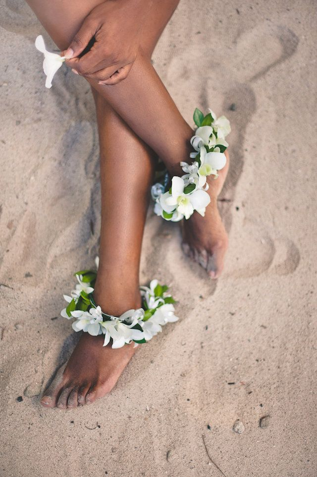 Floral anklets | Bit of Ivory Photography | see more on: http://burnettsboards.com/2014/11/honeymoon-saint-lucia/