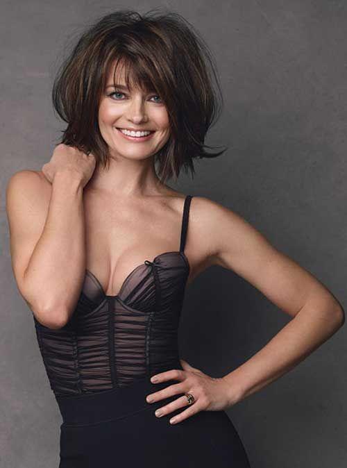Paulina Porizkova short wavy hair