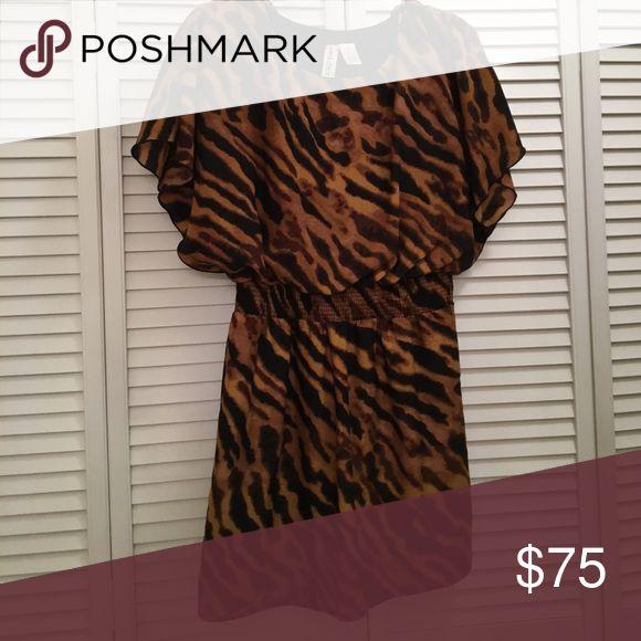 Animal print short sleeve dress. Great dress for work or going out Mimi Chica Dresses Mini