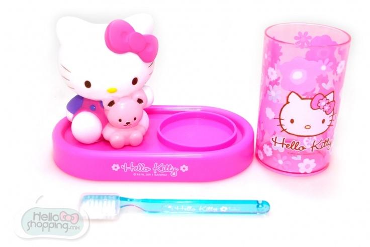 Hello Kitty: Set Cepillo y vaso Flores $399.00  Medidas: 17cmx13cm