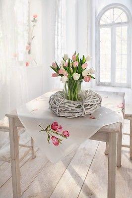 Tischdecke 85 x 85 cm Mitteldecke Ostern Tischdeko Frühling weiß Tulpen