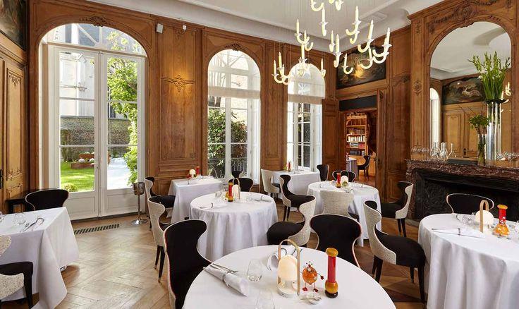 Salle de restaurant de l'hôtel 5 étoiles Clarance dans le Vieux Lille. Mobilier Collinet