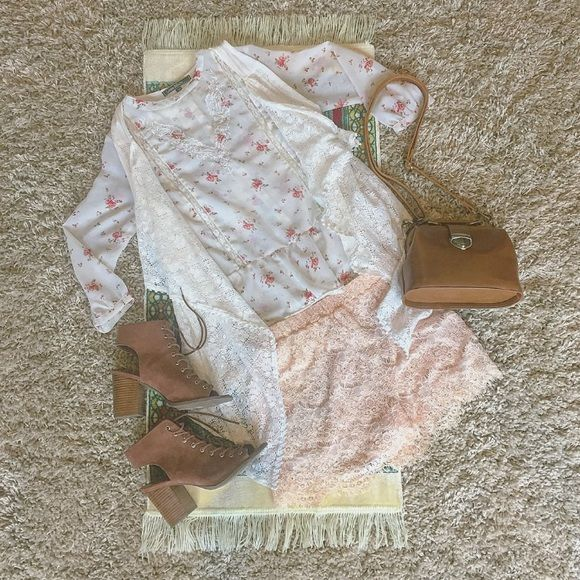 • Romantic Cream Lace Shorts • Lace material. Size XS. Oh so romantic and beautiful. Easy to pair with for a date night or casual on-the-go. Hazel Haze Shorts