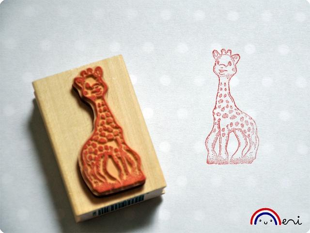Stempel van Sophie de Giraf. Leuk te gebruiken voor op de uitnodiging - traktatie maar ook om te knutselen.