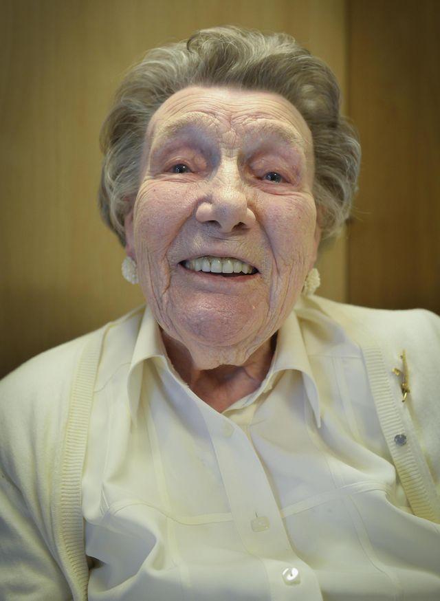 Alma Herssens vierde haar 103de verjaardag en is zo de oudste inwoner van Overmere. Alma woont in woonzorgcentrum Ter Meere en het personeel is vol lo - Berlare