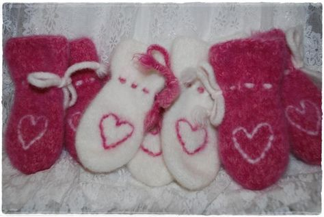 Oppskrift på tovete votter har vært en gjenganger i julekalenderene jeg har hatt. Da jeg la ut bilde av små hjertevotter for litt siden, fi...