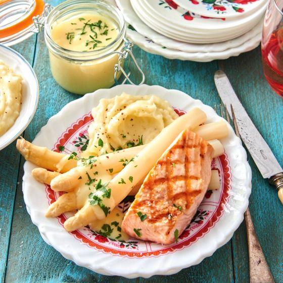Romige asperges met gegrilde zalmfilet - Naar een chic restaurant? Nee hoor, dit gerecht maak je gewoon in je eigen keuken! #recept #asperges #vis #JumboSupermarkten