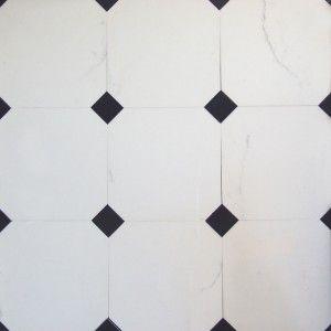 Pavimento in marmo bianco statuario con tozzetto in marmo nero Belgio
