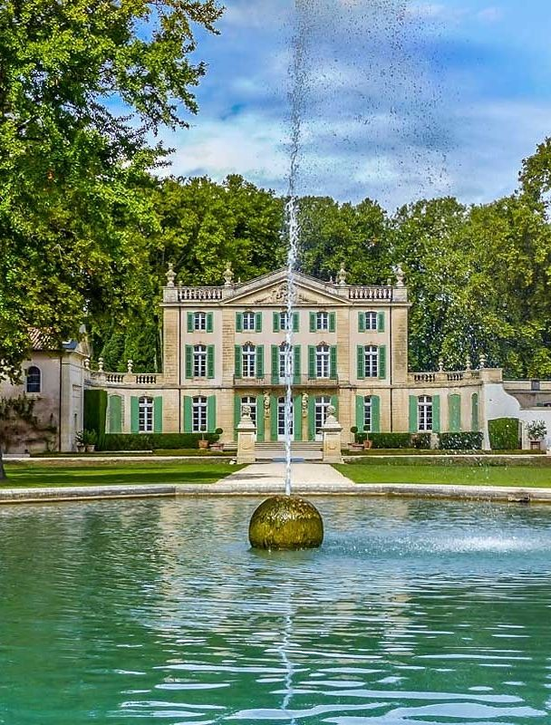 6 dreamy French châteaux you can rent.
